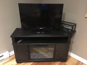 "32"" RCA flatscreen TV With built in DVD player"