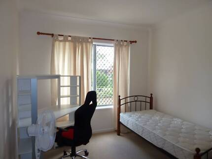 CLEAN QUIET ROOM 3 MONTHS ONLY,3mn to GRIFFITH 2mn to BUS