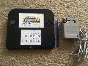 Nintendo 2DS / 3DS with 20 games