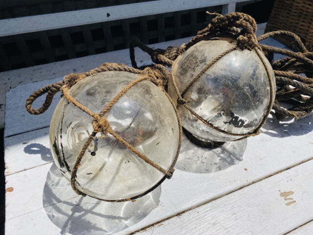 VINTAGE LOT TWO OLD GLASS FISHING FLOATS WRAPPED IN ROPE SEASIDE DECOR STYLING
