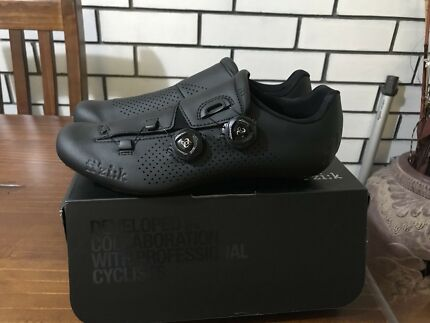 Fizik r1b Road shoe 2017 size 42