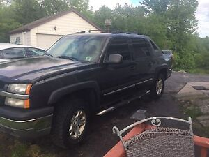 2004 Chevy avalanche with several upgrades $6000 OBO