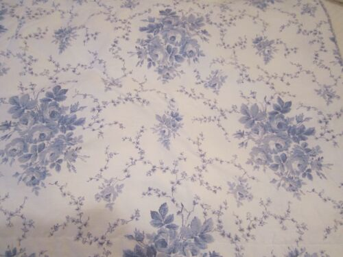LAURA ASHLEY SOPHIA BLUE AND WHITE ROSES QUILTED PILLOW SHAMS STANDARD PAIR NWOT