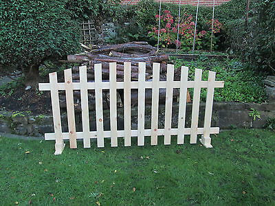 *UNLTD STOCK*Free standing Picket Fence Curved Planed Timber-6ftx3ft fence panel