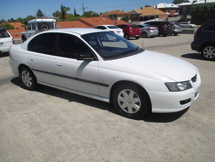2004 HOLDEN COMMORE VY AUT0 LUXURY SEDAN Victoria Park Victoria Park Area Preview