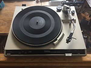 Technics SL-220 Turntable