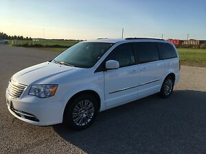 MINT 2015 CHRYSLER  TOWN & COUNTRY TOURING MINIVAN