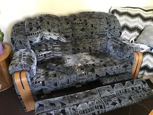 Double recliner love seat couch
