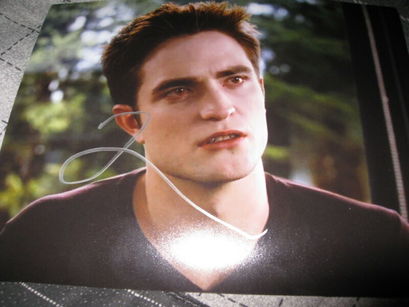 ROBERT PATTINSON SIGNED AUTOGRAPH 8x10 PHOTO BREAKING DAWN IN PERSON COA AUTO F