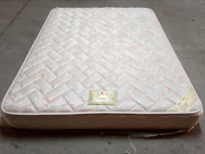 DominoJubilee Queen Size Mattress 2 Years Old Minimal Use Menai Sutherland Area Preview