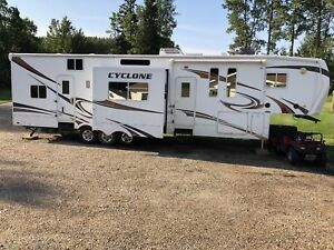 2010 Model 3912 Cyclone by heartland 44ft