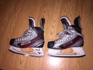 MINT CONDITION BAUER X 7.0 SKATES SIZE 6 D