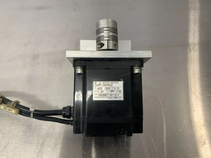 Yaskawa Servo Motor SGMP-04A312 With Coupler And Mount