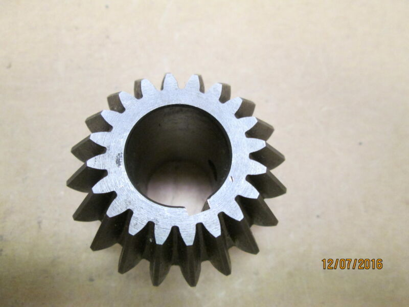 "NEW OTHER, BOSTON HL155Y-P BEVEL PINION GEAR 20 TEETH, 10 DP, 7/8"" BORE."