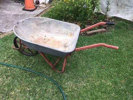 Dayteck Steel Wheelbarrow