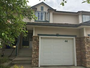 DOG OK in this gorgeous 3 bed townhouse with GARAGE!