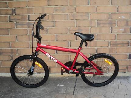 "DUNLOP APACHE BOYS BMX---20"" BIKE"