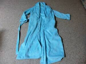 Long Polyester fluffy dressing gown in excellent condition. Woonona Wollongong Area Preview