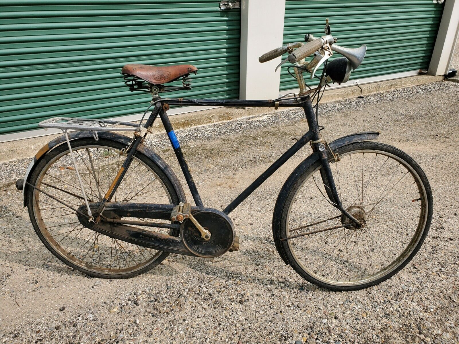 * Vintage Men's Raleigh Roadster Bicycle, Complete barn find 1950's (750 USD)