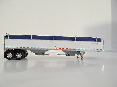 DCP 1/64 SCALE WILSON GRAIN TRAILER WIHTE WITH PURPLE TARP AND SILVER HOPPERS 3