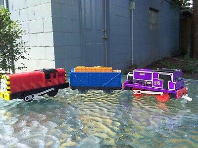 THOMAS THE TANK ENGINE TRAIN SET OF THREE 3 PLASTIC BOTTOM CARS CHARLIE & SALTY