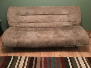 Couch that lays down flat to make into a bed