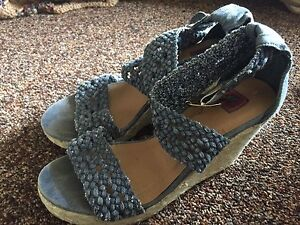 women's size 6 wedges, heels and slippers