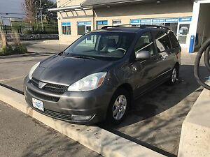 2004 Toyota Sienna LE with Leather