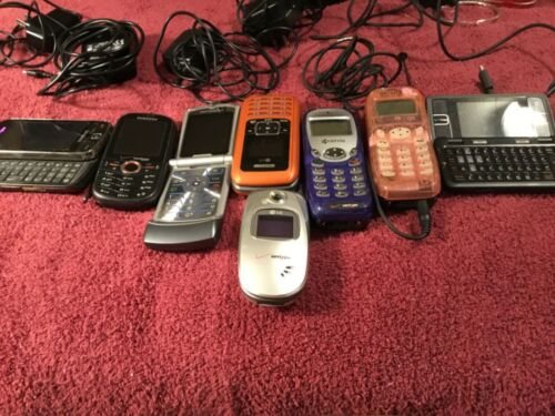 Lot of 8 Cell Phones Samsung, Kyocera, Lg, Motorola With Power Plug Family Owned