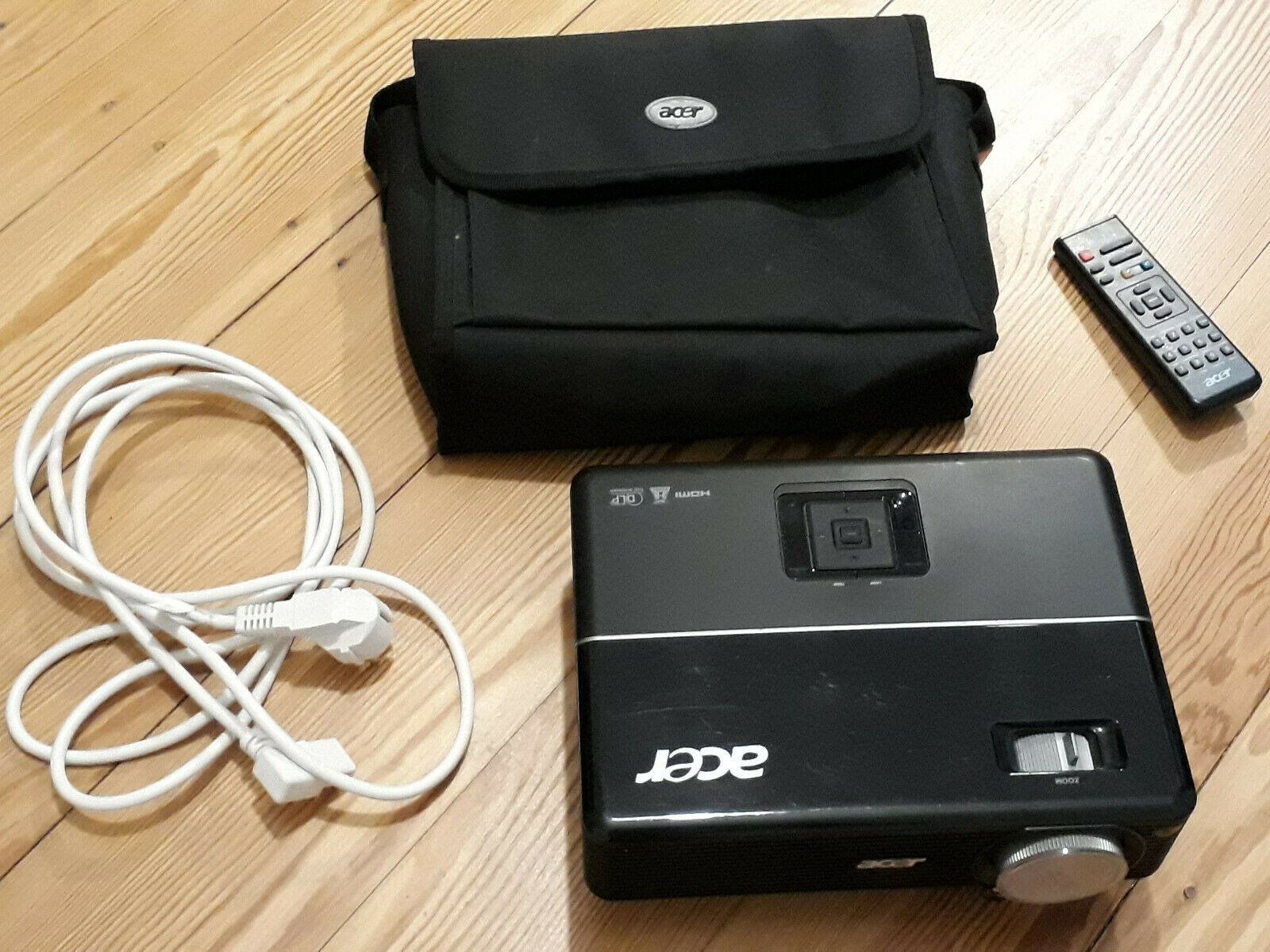 Acer DLP Beamer P1203 - 3D ready, schwarz, gebraucht