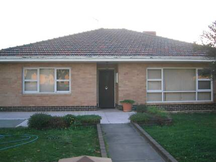 Convenient 4 x 1 Home - 10mins drive to Perth - Avail now. $350