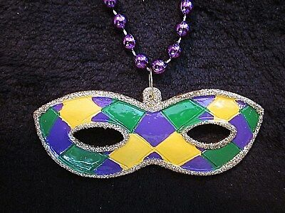 FESTIVE MARDI GRAS THEMED