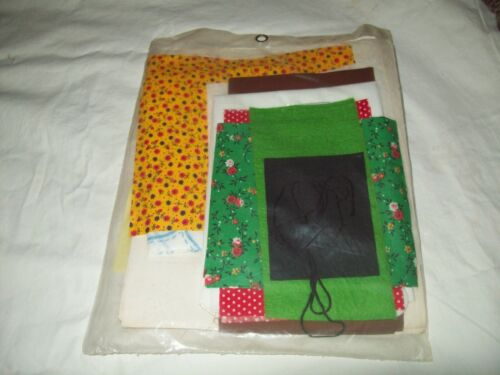 A- Vtg KAPPIE Kit Q154 Merry Christmas Reindeer 1980 Fabric Pattern 1980