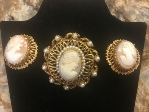 VINTAGE FLORENZA CAMEO 2 PIECE SET WITH BROOCH/PENDANT AND CLIP ON EARRINGS 🎁
