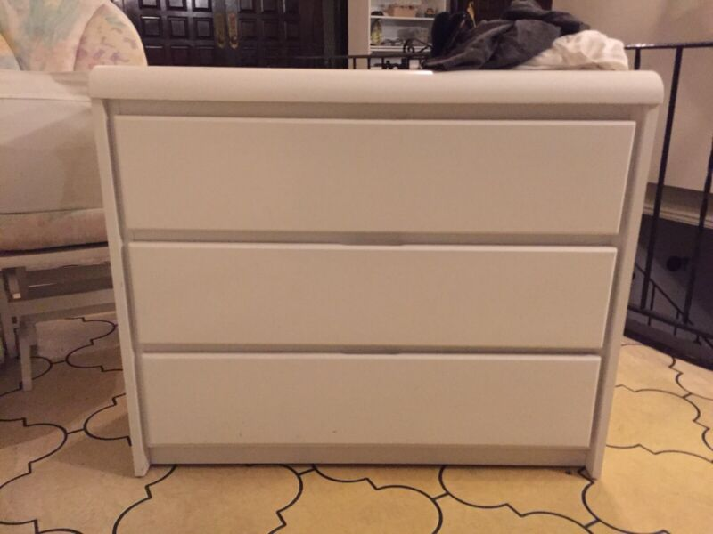 BELLINI BABY- DRESSER, Hutch WITH PULL OUT CHANGING TABLE, Glider And Ottoman