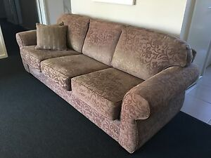3 seater fabric couch Westmeadows Hume Area Preview