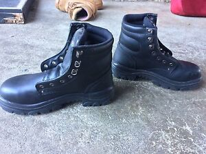 Near new steel blue work boots size 6 Melville Melville Area Preview