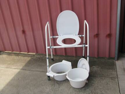 Toilet chair/commode