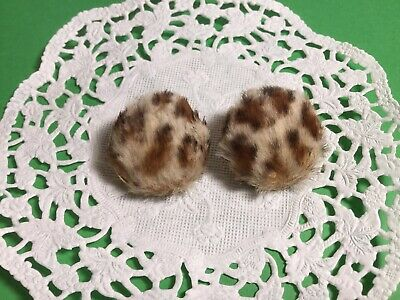 VINTAGE PAIR OF RETRO COOL LEOPARD FUR CLIP PN EARRINGS ROUND PRETTY - Cool Couple Costume