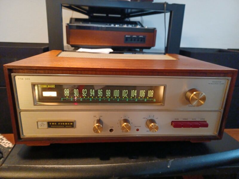 Fisher TFM 300 FM Stereo Tuner w/ wood case Pro Serviced