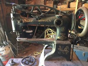 Industrial leather or upholstery sewing machine