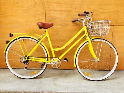 Beautiful lady woman vintage classic bike + accessories