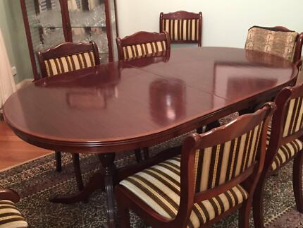 Magnificent cedar dining table, 2 carvers, and 6 dining chairs Sinnamon Park Brisbane South West Preview