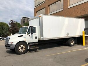 International 4300M7 heavy duty 26ft truck