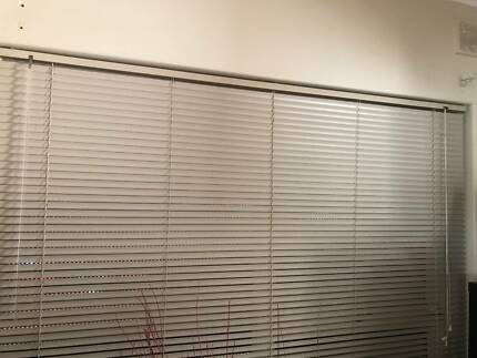 White Venetian blinds- MUST PICK UP FROM LOBETHAL | Curtains ...
