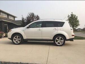 2009 Mitsubishi Outlander XLS-Private Sale- Very Clean- Leather