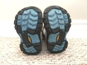 Toddler girls winter boots sizes five and six