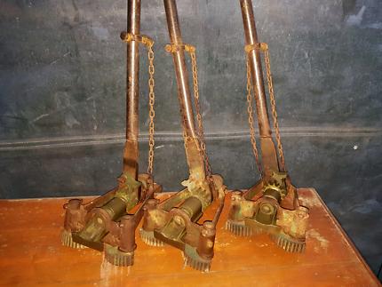 Floor clamps (dogs)