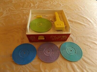 1971 Vintage Fisher Price Music Box RECORD PLAYER with 4 Records #995