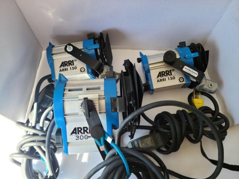 ARRI set 1-300 and 2-150 Watt  need light bulb.